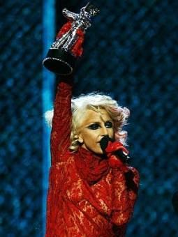 Gaga en los vma del 2009 donde gano a mejor artista nueva gracias a el videoclip Poker Face