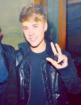 Justin Bieber , soltero.