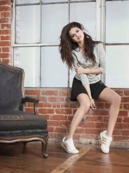 A Selena Gomez le dicen horno de panadero: Vive caliente xD