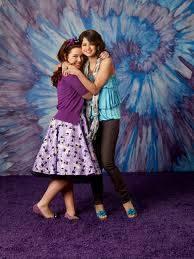 Alex y Harper-Selena Gomez y Jennifer Stone-Los Hechiceros de Waverly Place