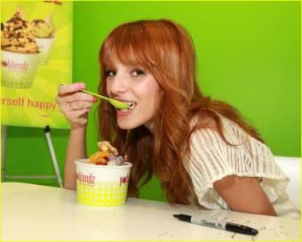 A Bella le dicen ridícula, y siempre ponen esta foto, ¿por que es ridicula? ¿por comer? o vaya pues cuando ustedes coman les diremos ridiculos