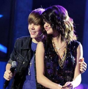 ¿Que Opinas? ¿Te Gusta La Pareja Que Hacen Justin Y Selena O Te Gustaria Que Sean Solo Amigos?♥