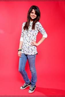 Selena( sus canciones son marchosas)