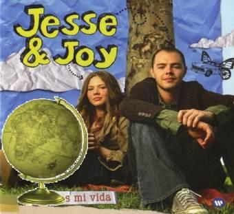 Grupo Latino del Año-(Jessie y Joy)