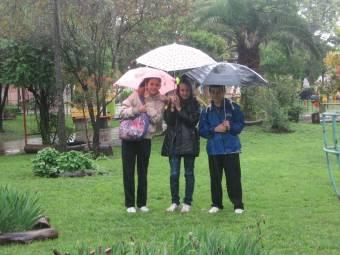 en la plaza y lluvia
