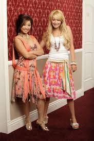 Brenda Song y Ashley Tisdale de Zack y Cody Gemelos en Acción