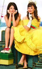 Carter y Rosi (Selena Gomez y Demi Lovato) En programa de Proteccion Para Princesas