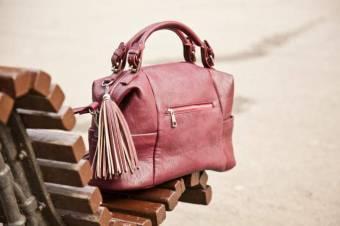 Que me deciis de este bolso! El color rosa chicle se lleva mucho, además es super comodo. Lleva este tipo de bolso y serás el centro de las miradas. *.*