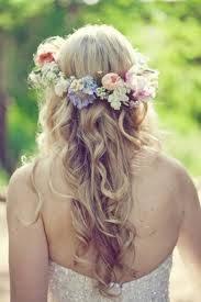 Ycomo no! Las diademas de flores, ya era hora! Quedan muy primaverales, y són guapisimas. Pontelas con vestidos alegres.