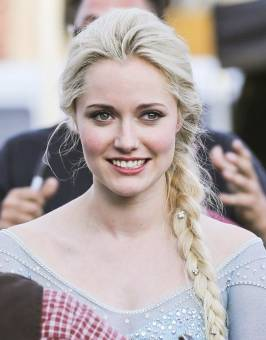 Georgia Haig. (Reina Elsa)