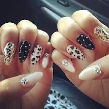 Por las uñas tan bonitas que tiene
