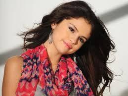 Selena Gomez (hermosa y tierna)