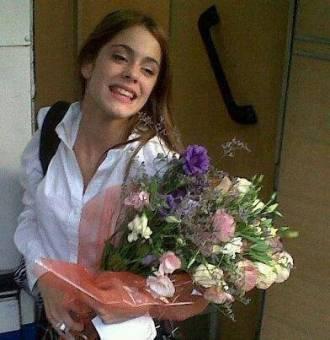 Martina : Una chica normal , que tiene una vida exitosa y feliz..